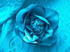 Создаем брошь-цветок из эластичного атласа | Ярмарка Мастеров - ручная работа, handmade