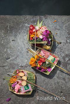 Bali - Temple Offerings Places Around The World, Travel Around The World, Magic Island, Hindu Culture, Gili Island, Dutch East Indies, Bali Wedding, Bali Travel, Holiday Time