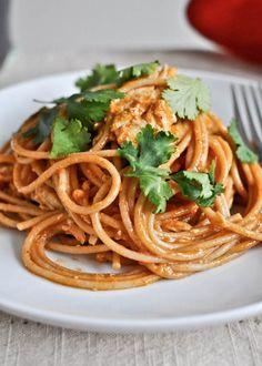 Chicken Enchilada Spaghetti | howsweeteats.com