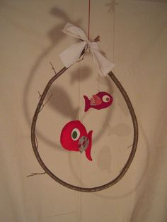 mobile two red fish Summer Crafts, Diy And Crafts, Crafts For Kids, Arts And Crafts, Glue Art, Glue Gun Crafts, Mobiles, Art Activities For Kids, Art For Kids