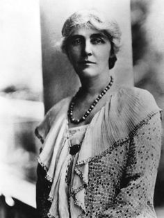 First Lady Lou Henry Hoover, First Lady May, 1928 American Presidents, Us Presidents, Art History Major, Ikon, Lady, Fashion Show, Girly, Statue, Best Deals