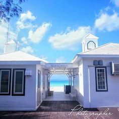 【takehito801】さんのInstagramをピンしています。 《沖縄、白いビーチハウス。 沖縄には絵になる風景がたくさん。 青い海、空、雲、ヤシの木、白い家、白い砂浜などなど。  Camera :  Canon 1D系 ※沖縄好き友達、沖縄カメラ好き友達募集中。 気軽にDMください。  #okinawa #沖縄 #宮古島 #石垣島 #波照間島 #竹富島 #ビーチ #海 #サンセット #星空 #綺麗 #日本 #japan #japanese #japon #miyakojima  #beach #sea #starrysky  #beautiful #instagood #awesome #ocean #japanesefoods #sky #canon》
