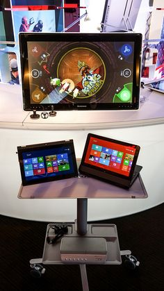 Horizon Table PC with Yoga 11s and ThinkPad Helix --- Now that's a lot of capabilities!