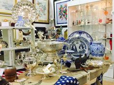 Antique Mall Booth Décor for 4th of July Vintage Silverplate Blue and White Ginger Jar Silver Punch Bowl #AntiqueMallBooth #AntiqueMallVendor #AntiqueMall #Vintage #Silverplate