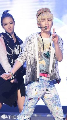 Shinee Key! And some chick... that I don't know =|