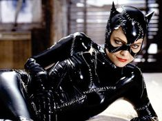 Catwoman Costume Michelle Pfeiffer as Cat Woman in Tim Burton's 1992 Batman Returns Catwoman Cosplay, Cosplay Gatúbela, Cosplay Costumes, Woman Costumes, Cosplay Ideas, Anne Hathaway Catwoman, Tim Burton, Batman Sign, Batman Stuff