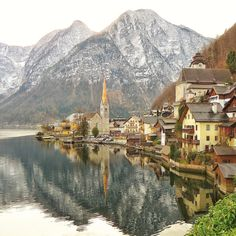 The ever so gorgeous Hallstatt, Austria. Straight out of a scene from Grimm Tales. ✨ Hope you're all having a good week!!