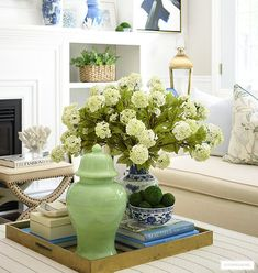 SPRING DECORATING IDEAS + INSPIRATION | CITRINELIVING Living Room Pillows, New Living Room, Home Decor Inspiration, Design Inspiration, Coffee Table Styling, Deep Winter, Chinoiserie, Table Settings, Blue And White