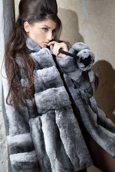 Long Hair and Chinchilla Chinchilla Fur Coat, Fox Fur Coat, Fur Coats, Beautiful Long Hair, Beautiful Women, Jenny Packham Bridal, Fur Accessories, Fabulous Furs, Fur Fashion