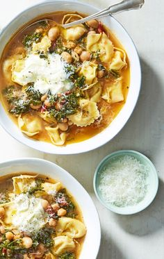 A warm bowl of this creamy tortelloni minestrone is sure to beat the chill of a cool autumn night. It cooks in less than 30 minutes thanks to pre-made tortelloni, quick cooking kale, and flavorful vegetable broth concentrate. Sign up for Martha & Marley Spoon meal kits and receive fresh ingredients and seasonal recipes at your door each week.