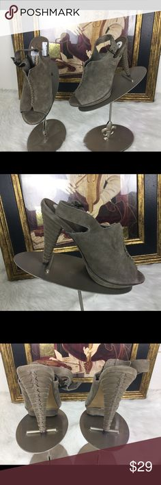 """🆕Listing. B Makowsky Designer Shoes Sz 7 These are super cute.  I love the heel.  Check out the breads on the heal!  Heel height 4"""".  Platform 1"""".  In good condition. b makowsky Shoes Sandals"""