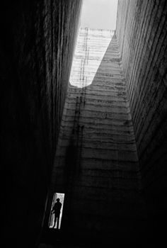 René BURRI :: Satellite City Towers by Mexican architect Luis Barragan, Mexico city Arte Yin Yang, Worms Eye View, Black And White City, Great Photographers, City Photography, Magnum Photos, Zurich, Light And Shadow, Mexico City