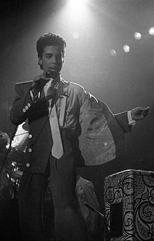 Today died musician US Prince. He was in his house and had been hospitalized a week earlier. Prince Rogers Nelson (Minneapolis, June 7, 1958 - Minneapolis, April 21, 2016) was a musician and multi-instrumentalist American dancer, considered by many one of the greatest pop icons talented and known worldwide after having sold over 100 million albums and 60 million singles