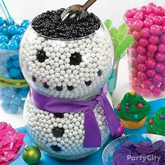 Brighten up your dessert table with a candy snowman! Stack a couple bowls of gumballs with a candy scoop for serving - no mittens necessary!