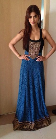 Shruti Hasan in Anita Dongre.I just love this indo-western casual wear.trendy and sober at the same time.plus blue and black combination looks cool! Indian Attire, Indian Ethnic Wear, Indian Outfits, Shruti Hassan, Desi Wear, Desi Clothes, Bollywood Celebrities, Bollywood Fashion, Bollywood Actress