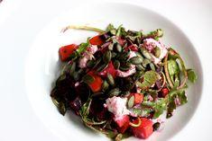 Rucola-Salat mit Roter Beete, Süßkartoffel und Ziegenkäse / http://piasdeli.de/Rezept/rucola-salat-mit-roter-beete-suesskartoffel-und-ziegenkaese/