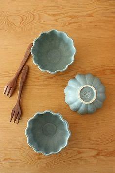 ブルーグレーお花の小鉢【お家カフェ食器よしざわ窯】
