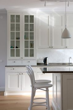 Nordic Kitchen, Kitchen Dining, Kitchen Cabinets, Bodbyn, Townhouse, Kitchen Remodel, Interior Design, Room, Furniture