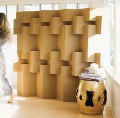 corrugated room divider from the book Modern Paper Crafts by Margaret Van Sicklen < maybe I can make this from all the cardboard boxes after we unpack Cardboard Sculpture, Cardboard Paper, Cardboard Crafts, Paper Crafts, Cardboard Boxes, Cardboard Playhouse, Diy Paper, Cardboard Design, Cardboard Display