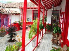 Casas Ecoamigables, House, Casa Finca. Casa típica paisa, Colombia Spanish Colonial Decor, Colombia Country, Retreat House, Bamboo House, Picture Places, Gypsy Decor, Hacienda Style, Cottage Design, Tropical Houses