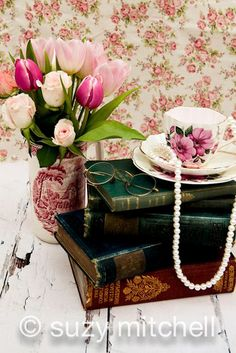 Vintage Teapot And Teacup Wedding Ideas ❤ See more: http://www.weddingforward.com/vintage-teapot-and-teacup-wedding-ideas/ #weddings