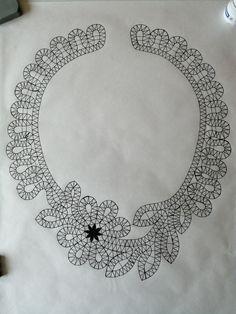 сколки кружева | ВКонтакте Bobbin Lace Patterns, Crochet Stitches Patterns, Crochet Collar Pattern, Bruges Lace, Romanian Lace, Bobbin Lacemaking, Lace Making, Lace Design, Crochet Accessories