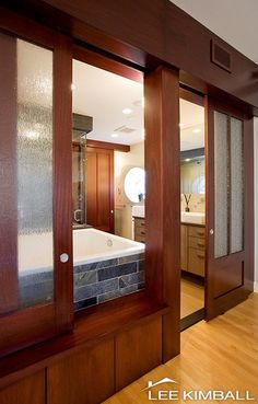 i like how it can completely open up into the bedroom......nice bathroom