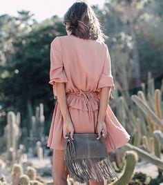 Rien de tel qu'une petite robe vieux rose pour sublimer un bronzage caramel ! (blog The Petticoat)