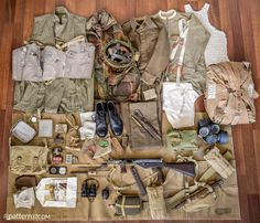 Uniform and equipment of British airborne soldier from British Army Uniform, British Uniforms, Ww2 Uniforms, British Soldier, Military Uniforms, Army Supply, Operation Market Garden, African American History, Native American