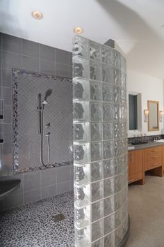 Custom glass block shower designs add beautiful curves to modern bathrooms Source by neuestehaus Bathroom Renos, Small Bathroom, Glass Blocks Wall, Block Wall, Glass Block Shower, Showers Without Doors, Home Decoration Images, Walk In Shower Designs, Bathroom Designs
