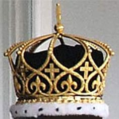 This is the crown used in the coronation ceremoni of Tonga's King George Tupou V