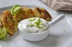 Das Rezept für Gemüse Dip ist eine gute Beilage für einen Fitnessteller mit Rohkost. Snacks Für Party, Pesto, Dips, Cooking Recipes, Yummy Food, Breakfast, Chutney, Gender Reveal, Dressings