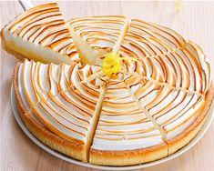 La tarte au citronmeringuée est une tarte sucrée garnie d'une crème à base de citron, d'œufs et de sucre, surmontée d'une meringue. Classique de laLire la suite Cooking Cake, Cooking Recipes, Flan, Creative Desserts, Gluten Free Cakes, Arabic Food, Fruit Smoothies, Desert Recipes, Sweet Recipes
