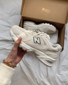 New Balance 530 trainers in off white Sneakers Mode, Sneakers Fashion, Fashion Shoes, Fashion Outfits, Fashion Trainers, Nike Trainers, White Sneakers, New Balance Sneaker Damen, New Balance Shoes
