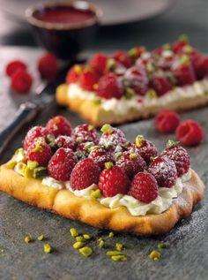 Raspberry and mascarpone tart French Desserts, Sweet Tarts, Eclairs, Pavlova, Sweet And Salty, How Sweet Eats, Desert Recipes, Food Inspiration, Love Food