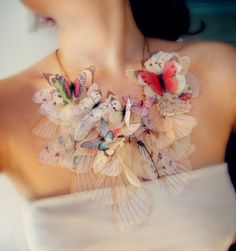 Light Dreamy Butterfly Jewelry by Derya Aksoy Derya Aksoy is jewelry artist from Istanbul (Turkey). She makes really unique and magically amazing jewelry. Its looks like real butterflies but in truth this is just a colored organza fabric. Butterfly Jewelry, Butterfly Necklace, Butterfly Wings, Butterfly Kisses, Madame Butterfly, Butterfly Fashion, Fairy Jewelry, Jewelry Accessories, Jewelry Design