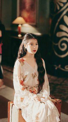 Luna Fashion, Kpop Fashion, Korean Fashion, Fashion Outfits, Korean Beauty, Asian Beauty, Beautiful Asian Girls, Beautiful People, Iu Hair