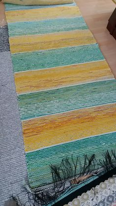 Woven Rug, Woven Fabric, Weaving Projects, Weaving Patterns, Loom Weaving, Carpet Design, Recycled Fabric, Loom Knitting, Rug Making