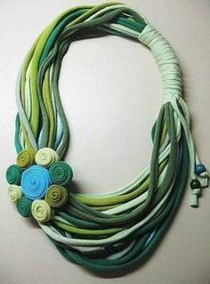 ideas for crochet scarf diy fabrics Yarn Necklace, Fabric Necklace, Scarf Jewelry, Textile Jewelry, Fabric Jewelry, Jewelry Necklaces, Beaded Necklace, Jewelry Crafts, Handmade Jewelry