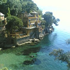 Portofino, Italy - this would be a dream come true Places To Travel, Places To Visit, Paradise Places, Italy Holidays, Belle Villa, Seaside Towns, Vacation Destinations, Vacation Ideas, Vacations