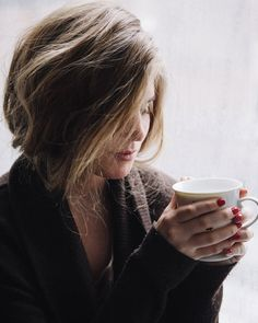 coffee + comfy sweater = Perfect I love everything about this look but the nails ;/