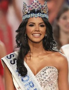 These 69 are the most beautiful miss world winners who have mesmerized people across the world from Vanessa Ponce de León, 2018 Miss world winner is also included. Fashion Idol, Steampunk Fashion, Gothic Fashion, Women's Fashion, Megan Young, World Winner, Amazing Women, Beautiful Women, Women Lawyer