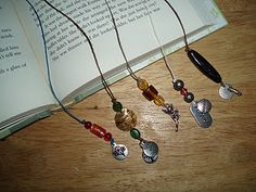 Fabulous beaded bookmark tutorial by one of my favorite crafters.