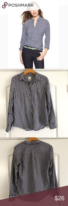 Gap Navy Gingham Button Up Shirt Navy Gingham plaid checker Button Up shirt. Soft material made of 100% cotton and sure to become a favorite staple in your closet. GAP Tops Button Down Shirts