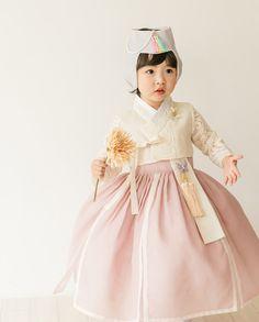 Korean Traditional Dress, Traditional Dresses, Korean Dress, Kids Fashion, Womens Fashion, Kids Wear, Seoul, Harajuku, Culture