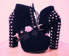 Pink studs uploaded by Rae on We Heart It Schuhe, Pastellgoth und schwarzes Bild Estilo Goth Pastel, Pastel Goth Fashion, Gothic Fashion, Pastel Goth Shoes, Pastel Grunge, Pastel Goth Clothes, Pastel Punk, Soft Grunge, Kawaii Shoes