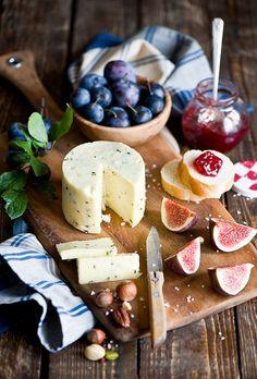 fruits & cheeses
