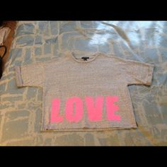 FOREVER 21 T-shirt LOVE oversized, Super cute and casual Tee! Barely worn and like new Forever 21 Tops Tees - Short Sleeve