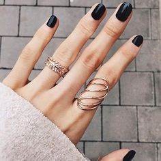 Golden Rose Nails – today we're dreaming of bright rose gold and cosy knit I NEWONE-SHOP.COM – Nagellack Gold Jewelry, Jewelry Rings, Jewelry Accessories, Jewelry Design, Jewellery, Gold Earrings, Diy Schmuck, Schmuck Design, Piercings