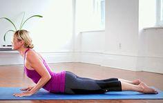 VIDÉO: Power yoga à la maison / Pour réchauffer le corps et réveiller les muscles, une courte routine de power yoga est tout indiquée. Quelques postures toutes simples à faire à la maison ou avant un entraînement.